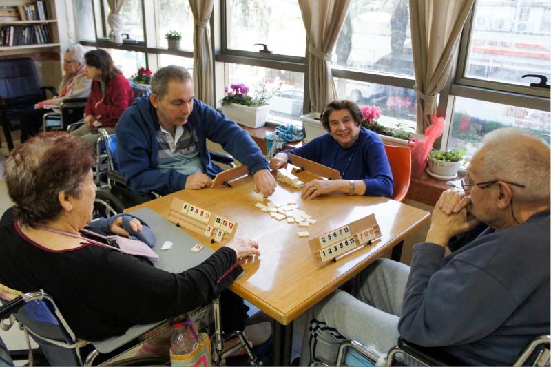 בית אבות סיעודי במרכז - נאות השרון פתח תקווה