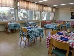 מסדרון רחב ונוח בבית אבות בחיפה