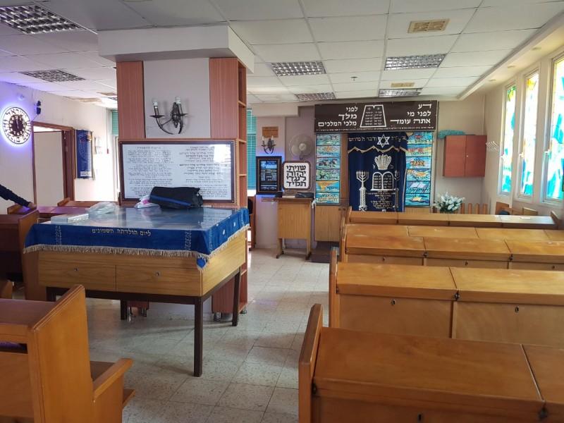 חדר אוכל מרווח בבית אבות בנתניה