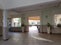 חצר עם פינות ישיבה במרכז הרפואי ארבל