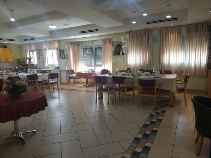 חדר האוכל המואר