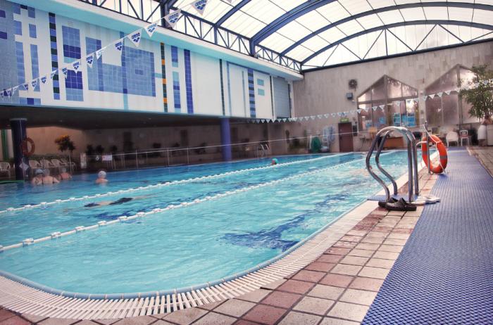בריכת שחייה ופעילויות במים